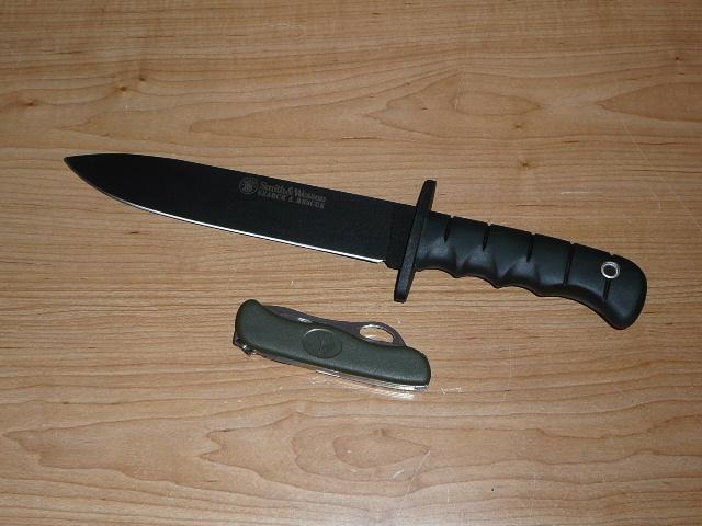 Quels couteaux de survie choisiriez vous? - Page 3 P1040015-2c65fa7